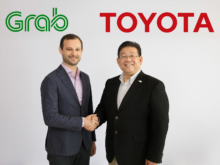 12月18日会見を行った、TMAP・松田進社長(右)とGrabのHead of Regional Operations・Russell Cohen氏(左)