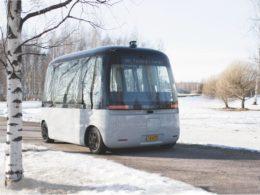 自動運転バス「GACHA」走行の様子。SBドライブ株式会社 プレスリリースより