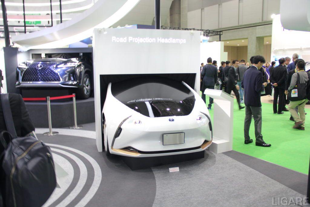 ロード・プロジェクション・ランプを搭載した車両