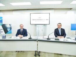 ウーブン・プラネット・ホールディングスのジェームス・カフナー代表取締役CEO(左)と裾野市の高村謙二市長(右)