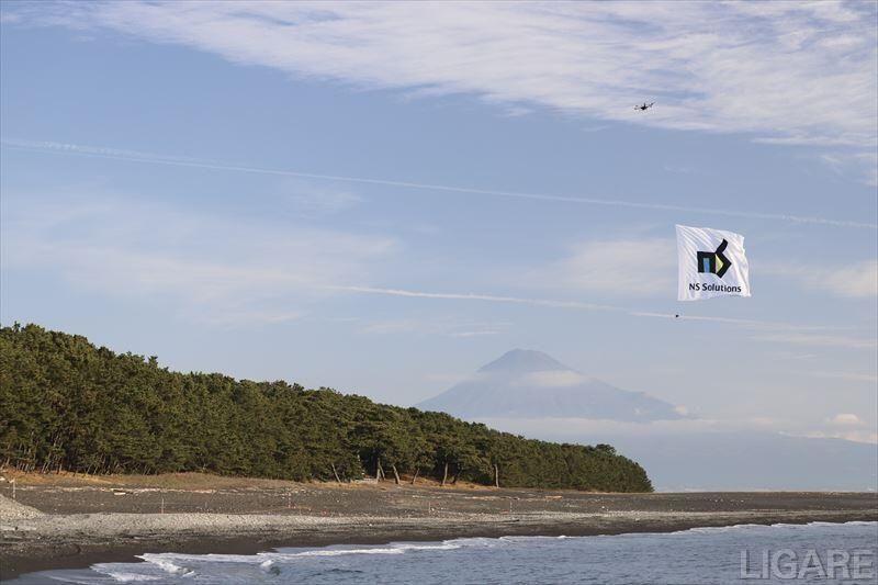 富士山を背景とした ドローン飛行