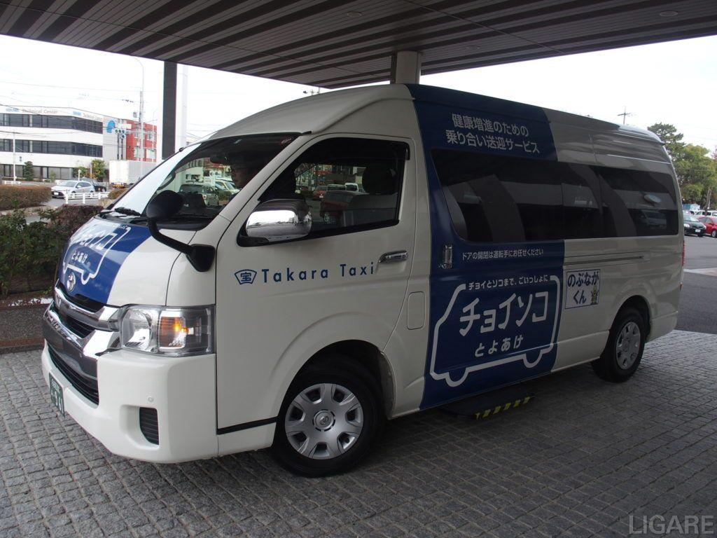 豊明市内を走るチョイソコバス車両