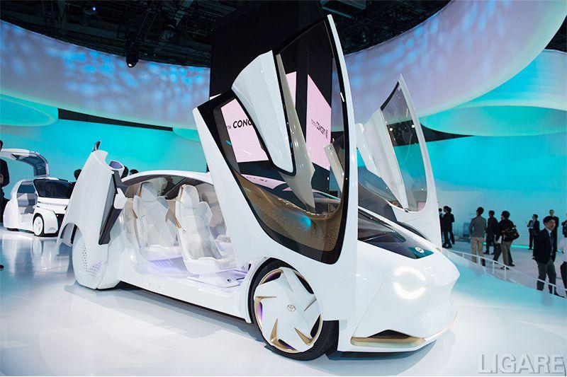 TOYOTA Concept-愛iの車内