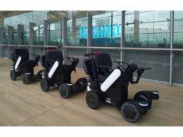 自動追従走行するロボットモビリティ(ロボット電動車いす)