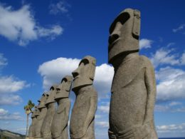 サンメッセ日南のモアイ像
