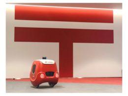 実験に用いた配送ロボット「YAPE」の写真