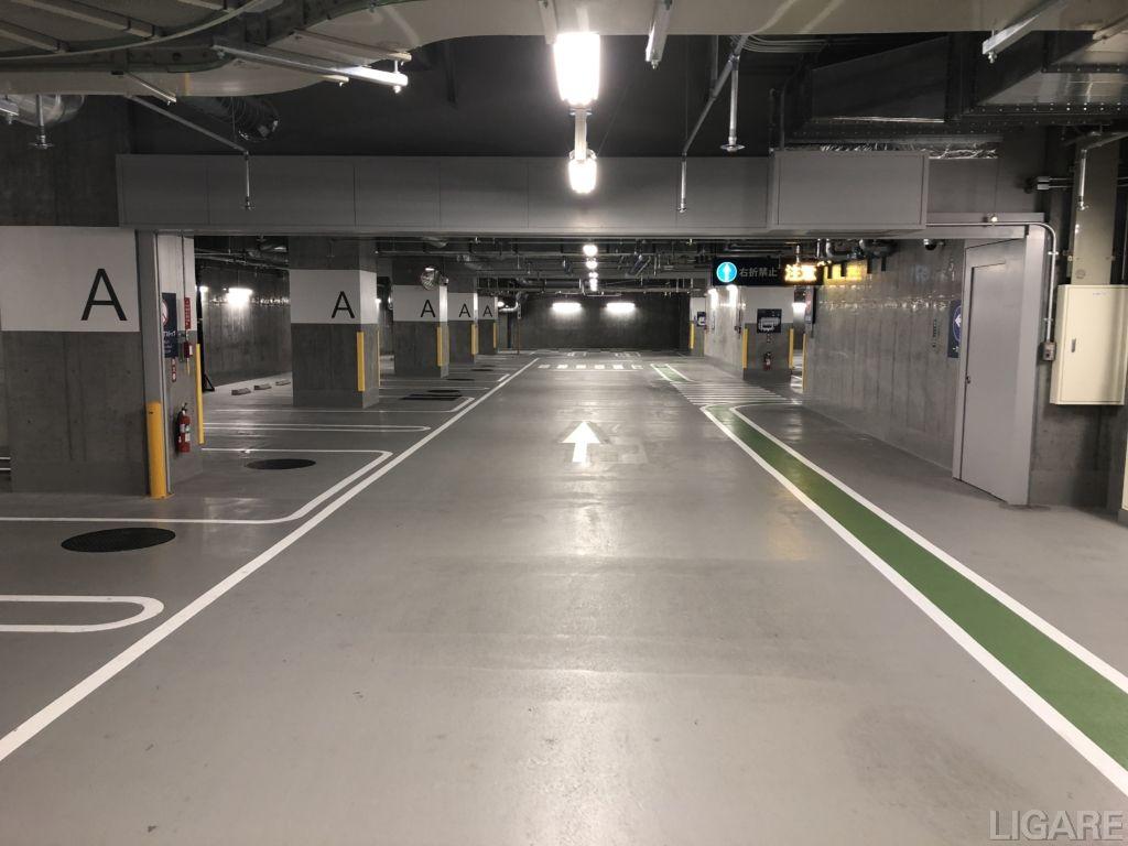 府中駅南口市営駐車場の内部