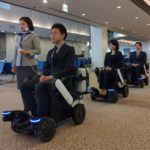 ANAとパナソニック、空港で電動車いす自動追従の実証実験